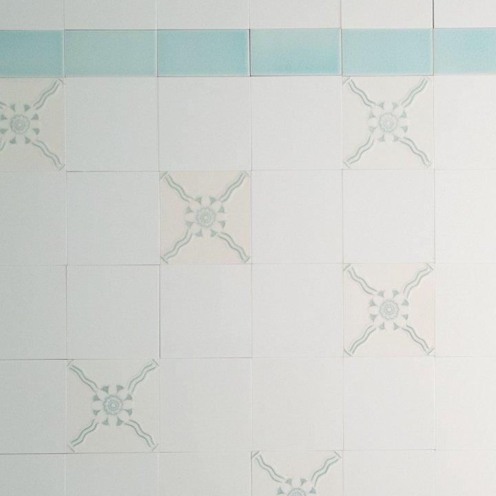 Wandfliesenspiegel Patch-Art gestaltet von Sabine Heller WSH 37 (2,7m²)