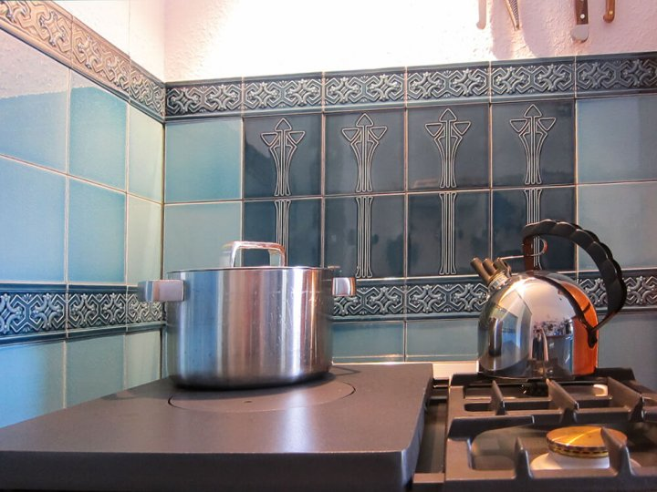 Kundenfoto Küche mit F 10.622 und den Dekor Wandfliesen F 30 a/b